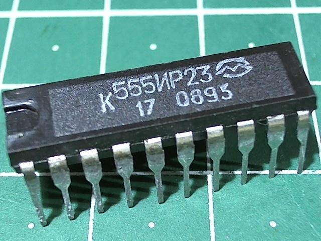 К555ИР23 (74LS374)